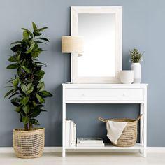 Creu consola blanca / ¡Detalles de estilo rústico!  La consola Creu está fabricada en DM lacada en color blanco mate, cuenta con un amplio cajón y un estante en la parte inferior para que tengas todo bien organizado. Un mueble práctico con el que podrás conseguir un ambiente acogedor y distintivo.  Medidas: Distancia del suelo al estante: 10 cm aprox Distancia del hueco entre estante y cajón: 48 cm aprox Nightstand, Room Decor, Table, Furniture, Cactus, Rustic Style, Dining Room Tables, Decorating Rooms, House Decorations