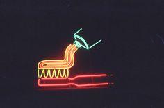 Neon de una pasta de dientes - Nueva York