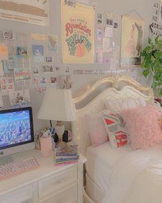 Pastel Room Decor, Indie Room Decor, Cute Bedroom Decor, Room Design Bedroom, Room Ideas Bedroom, Bedroom Desk, Bedroom Inspo, Deco Cool, Deco Studio