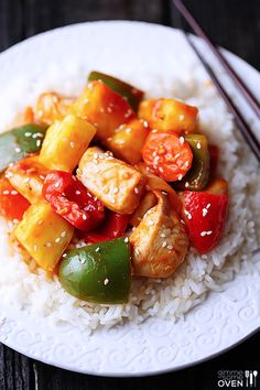 Lighter Sweet and Sour Chicken - make this restaurant classic extra flavorful and lighter homemade! | gimmesomeoven.com