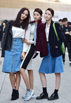Street style: Jung Ji Young, Lee Jae Yi and Park Ye Eun at Seoul Fashion Week...