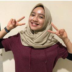 Beautiful Muslim Women, Beautiful Hijab, Hijab Fashionista, Girl Hijab, Hijab Chic, Face Beauty, Movies 2019, Cute Asian Girls, Girl Body