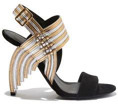 Sandales en cuir métallisé et veau velours Salvatore Ferragamo http://www.vogue.fr/mode/shopping/diaporama/les-plus-belles-chaussures-sandales-escarpins-mode-pour-les-fetes-de-noel/24499#sandales-en-cuir-mtallis-et-veau-velours-salvatore-ferragamo