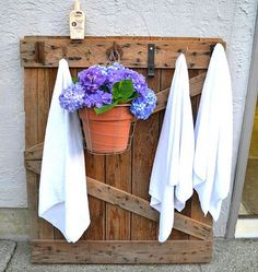 Poolside Pallet -LOVE...we put this on our pool deck...its awesome to hang towels & such on!