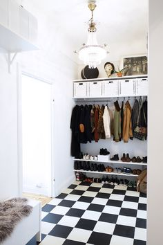 Vår hallinredning! Eclectic Furniture, Design Furniture, Home Furniture, Home Interior, Interior Design Living Room, Interior Styling, Hallway Inspiration, Interior Inspiration, Colour Blocking Interior