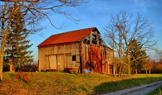 10) Aged barn along Darnold Rd. (Washington County) http://www.onlyinyourstate.com/ohio/old-beautiful-barns-in-oh/