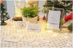 Freebie de Natal: papelaria fofa Place Cards, Place Card Holders, Table Decorations, Christmas, Home Decor, Pink Play Kitchen, Cute Stationery, Bunting Garland, Candy Table