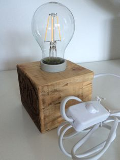 Woodworking Projects Diy, Wood Projects, Wooden Desk Lamp, Funky Lamps, Epoxy Resin Wood, Driftwood Lamp, Plant Crafts, Handmade Lamps, Rustic Lamps