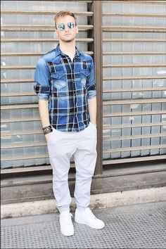 English: Hi guys what's up? We very well! :D this outfit is very good for the city :) model : GIOVANNI DONATO shirt : zara pants : alcott shoes : nike air force