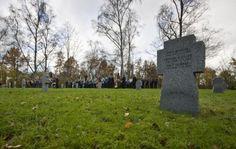 Kriegsgräberstätte in Reutti  Seine erste Ansprache an einem Volkstrauertag hat Landrat Thorsten Freudenberger in Reutti gehalten.