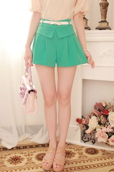 c31543926a5066 Belt Embellished Pleated Shorts $54.00 Faltenhose, Elastische Taille, Kurze  Kleider
