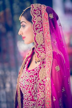 Ish!! Pink, purple and orange wedding look like Saraswatichandra's Kumud. Sweet and pretty for people like me who can't pull off the deep, rich traditional red like Ek Hasina Thi's Durga, and also something unique