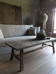 Learn about modern country home; Make sure to care properly for the wood furniture well. Dust and wax furnishings which you wish to have for years. Many products are available to help to keep furniture looking new. Country Style Furniture, Modern Country Style, Country House Interior, Country Decor, Old Tables, Rustic Interiors, Decorating Your Home, Decor Styles, Family Room