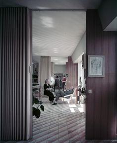 "Italian furniture giant Molteni&C and Dada invite us to ""Vivere alla Ponti"" [Living Ponti-style], a special two-part event that celebrates the work of the great master of Italian architecture and design Gio Ponti. Gio Ponti, Mid-century Modern, Modern Design, Italian Home Decor, Fancy Chair, Genius Loci, Interior And Exterior, Interior Design, Tiny Apartments"