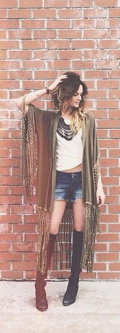 Boho clothes, jewelry and bags have rocked the fashion world. Boho has been immensely popular both with celebrities with masses alike. Let us look over on Boho Mode Outfits, Chic Outfits, Summer Outfits, Fashion Outfits, Fashion Clothes, Sporty Outfits, Boho Gypsy, Gypsy Style, Bohemian Style