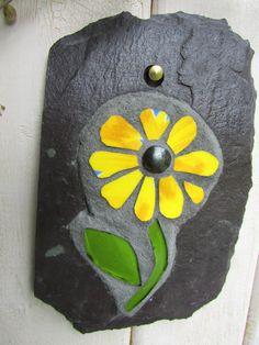 Amarillo Margarita mosaico pizarra arte por RecycleMeMosaics