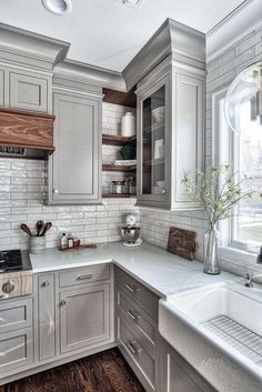 Awesome Small kitchen cabinets with glass doors,Rustic small kitchen remodel and Kitchen remodel design ideas tricks. Wood Floor Kitchen, Kitchen Flooring, Diy Kitchen, Kitchen And Bath, Kitchen Decor, Kitchen Ideas, Kitchen Interior, Kitchen Walls, Kitchen Sink