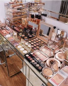 outfits for school #fashion #outfitsideas Trendy outfits for school Champion outfit Trendy outfits 2019 School outfits 2019 Outfit ideas for teen girls Cute trendy outfits Makeup Beauty Room, Beauty Room Decor, Makeup Room Decor, Makeup Rooms, Makeup Kit, Skin Makeup, Blue Makeup, Makeup Ideas, Makeup Storage Organization