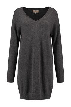 Deze Jurk of lange pullover is cashmere, de fit is iets rechter. D Gray, Cashmere Dress, Fit, Sweaters, Dresses, Fashion, Long Sweaters, Vestidos, Moda