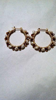 Arracadas chapa de oro con cristal café y perla de rio