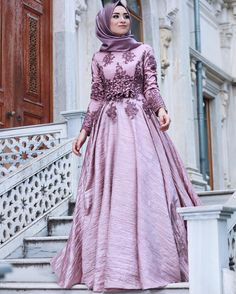 Outstanding Long Luxurious Gown with Hijab for Formal Looks – Girls Hijab Style & Hijab Fashion Ideas Islamic Fashion, Muslim Fashion, Modest Fashion, Girl Fashion, Fashion Outfits, Fashion Ideas, Hijab Abaya, Hijab Gown, Hijab Styles For Party