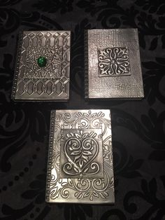 Metal Projects, Metal Crafts, Aluminum Foil Art, Pewter Art, Embossing Techniques, Metal Embossing, Metal Engraving, Arts Ed, Journal Covers