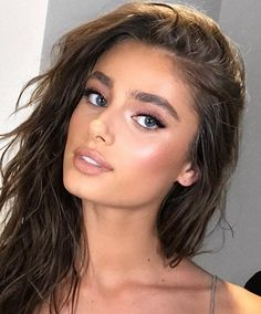 Dare To Try The Pink Eyeshadow Trend Taylor Hill