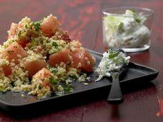Bulgur-Melonen-Salat - mit Minz-Tsatsiki - smarter - Kalorien: 247 Kcal - Zeit: 45 Min. | eatsmarter.de