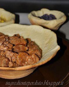 Chili di carmne in ciotola di pane
