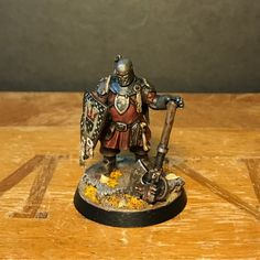 Here's the finished axe man for my Outgard crew. In hindsight I should perhaps have reversed the colours of the cowl and his robes: black ro...