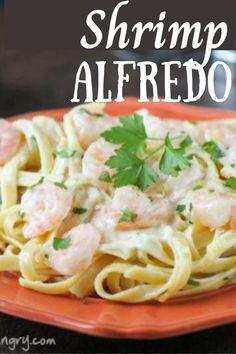 Easy Shrimp Alfredo made in one pot is an easy weeknight dinner recipe Shrimp Fettuccine Alfredo, Alfredo Sauce, My Favorite Food, Favorite Recipes, Quick Family Meals, Kid Friendly Dinner, Easy Weeknight Dinners, Dinner Recipes, Healthy