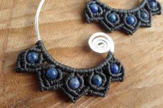 handmade macrame earrings with hammered silver por ARTEAMANOetsy