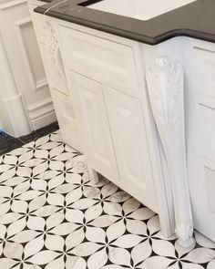 44 Creative Storage Ideas to Organize Your Small Bathroom - The Trending House Laundry Room Tile, Small Bathroom Tiles, Upstairs Bathrooms, Bathroom Renos, Marble Bathroom Floor, Pool Bathroom, Downstairs Bathroom, Remodel Bathroom, Washroom