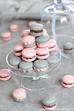 Pink and Grey Wedding Desserts, Pink and Grey Macarons, Pink and Grey Elegant Wedding Cute Food, Yummy Food, Macaron Cookies, French Macaroons, Cute Desserts, Tolle Desserts, Wedding Desserts, Wedding Cake, Aesthetic Food
