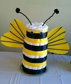 Gender neutral baby cake mommy to bee diaper cake as a colorful centerpiece Regalo Baby Shower, Baby Shower Diapers, Baby Shower Cakes, Baby Boy Shower, Baby Shower Gifts, Baby Gifts, Mommy To Bee, Diy Baby Shower Decorations, Baby Shower Centerpieces