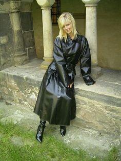 Looking lovely in her SBR mackintosh Blue Raincoat, Raincoat Jacket, Plastic Raincoat, Hooded Raincoat, Black Rain Jacket, Rain Jacket Women, Mackintosh Raincoat, Shiny Boots, Black Mac