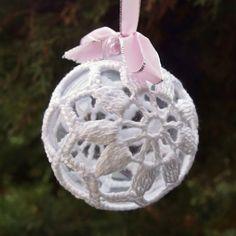 Vánoční dekorace: Návod na obháčkovanou kouli