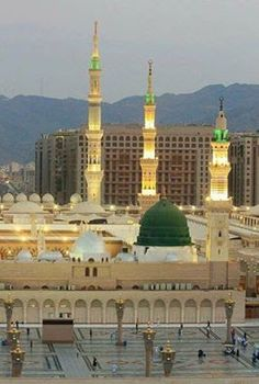 Bahar-e-Durood O Salam: Gumbad-e-Khazra / Masjid-e-Nabawi Mecca Wallpaper, Islamic Wallpaper, Beautiful Mosques, Beautiful Places, Mecca Madinah, Al Masjid An Nabawi, Medina Mosque, Karbala Photography, Islamic Posters