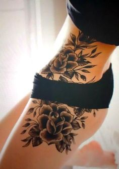 A cool tattoo of roses on the girl's hip. Tattoo Girls, Cool Tattoos For Girls, Hip Tattoos Women, Girl Tattoos, Tattoo Women, Neue Tattoos, Body Art Tattoos, Floral Hip Tattoo, Piercings