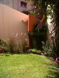 Mirá imágenes de diseños de Jardines estilo moderno: La Casa de Titi - Caballito. Encontrá las mejores fotos para inspirarte y creá tu hogar perfecto.