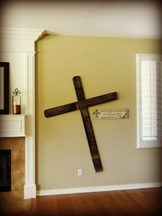 "Upcycle some old ""FENCE BOARDS"" to make a shabby chic cross for your wall decor #CHRISTIAN"