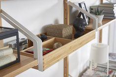 SVALNÄS plank met opberger | IKEA IKEAnl IKEAnederland nieuw bamboe duurzaam natuurlijk opbergen opberger kast wandkast hout werkplek bureau studeren werken studeerkamer bureaustoel inspiratie interieur wooninterieur wooninspiratie