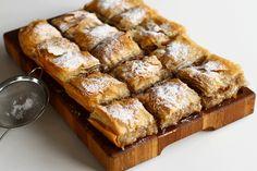 Plăcintă cu mere cu foi subțiri din comerț. Plăcintă cu mere cu foi cumpărate, o idee de desert rapid. Rețetă de plăcintă cu mere de post, cu foi cumpărate.