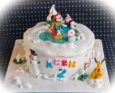 disney holiday cakes | Christmas, #Disney, Mickey Mouse & friends, winter, ice skating #cake ...