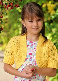 Den søde, kortærmede bolero med let hulmønster passer perfekt til de små pigers sommergarderobe