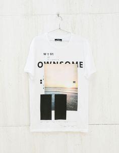 Camiseta estampado y texto. Descubre ésta y muchas otras prendas en Bershka con nuevos productos cada semana