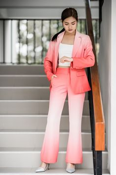 7 Astonishing Dress Models Woman Wearing Pink And White Ombre Blazer And Pants Staring On Her Watch Fast Fashion, Daily Fashion, Womens Fashion, Suits For Women, Women Wear, Women In Leadership, All Black Looks, White Ombre, Perfect Woman