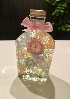 ハーバリウム 春のパステルカラー Flower Bottle, Cozy Place, Concrete, Favors, Essential Oils, Perfume Bottles, Fragrance, Bouquet, Display