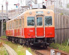 単線の線路を2両だけでのんびり走る武庫川線・7861/7961形電車。