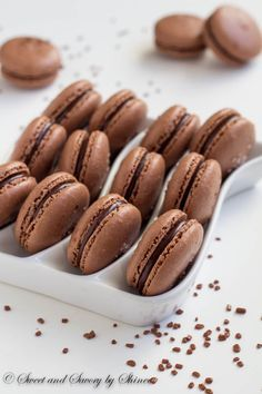 One of these days I will attempt macaroons! These chocolate macarons sprinkled with coarse sea salt are ultimate heaven for chocoholics! Chocolate Macaroons, French Macaroons, Chocolate Macaron Recipe, Chocolate Smoothies, Chocolate Shakeology, Dessert Chocolate, Chocolate Frosting, Chocolate Recipes, Sea Salt Chocolate